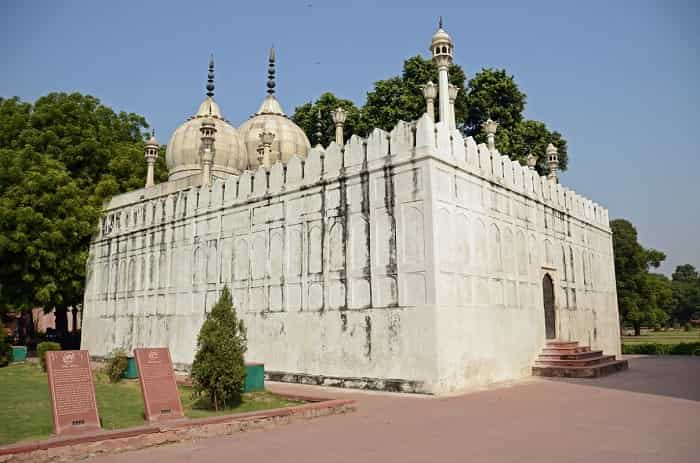 Moti Masjid: A mosque added to the Red Fort by Aurangzeb